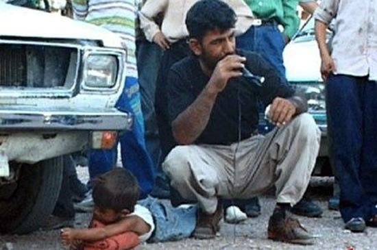 boy-caught-stealing-bread-in-iran-1
