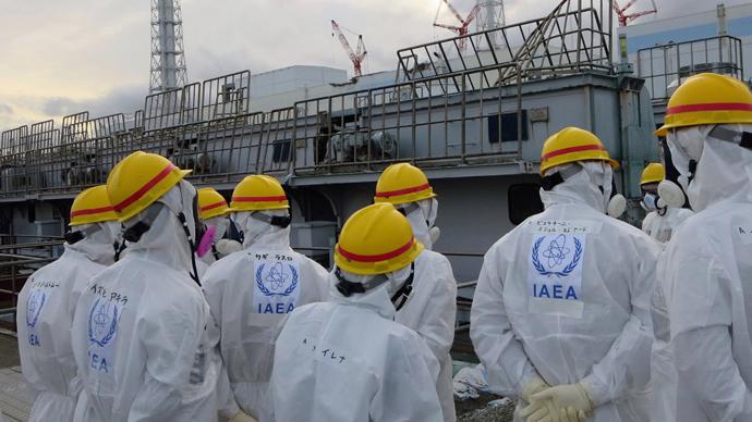 fukushima-radioactive-steam-rises.si
