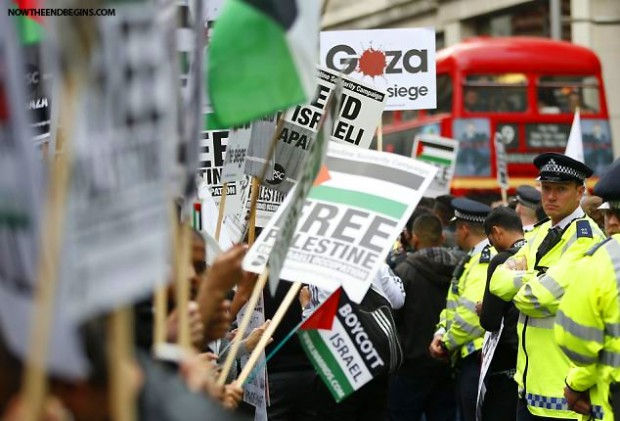 pro-palestinian-protesters-outside-israeli-embassy-london-england-e1405169187424
